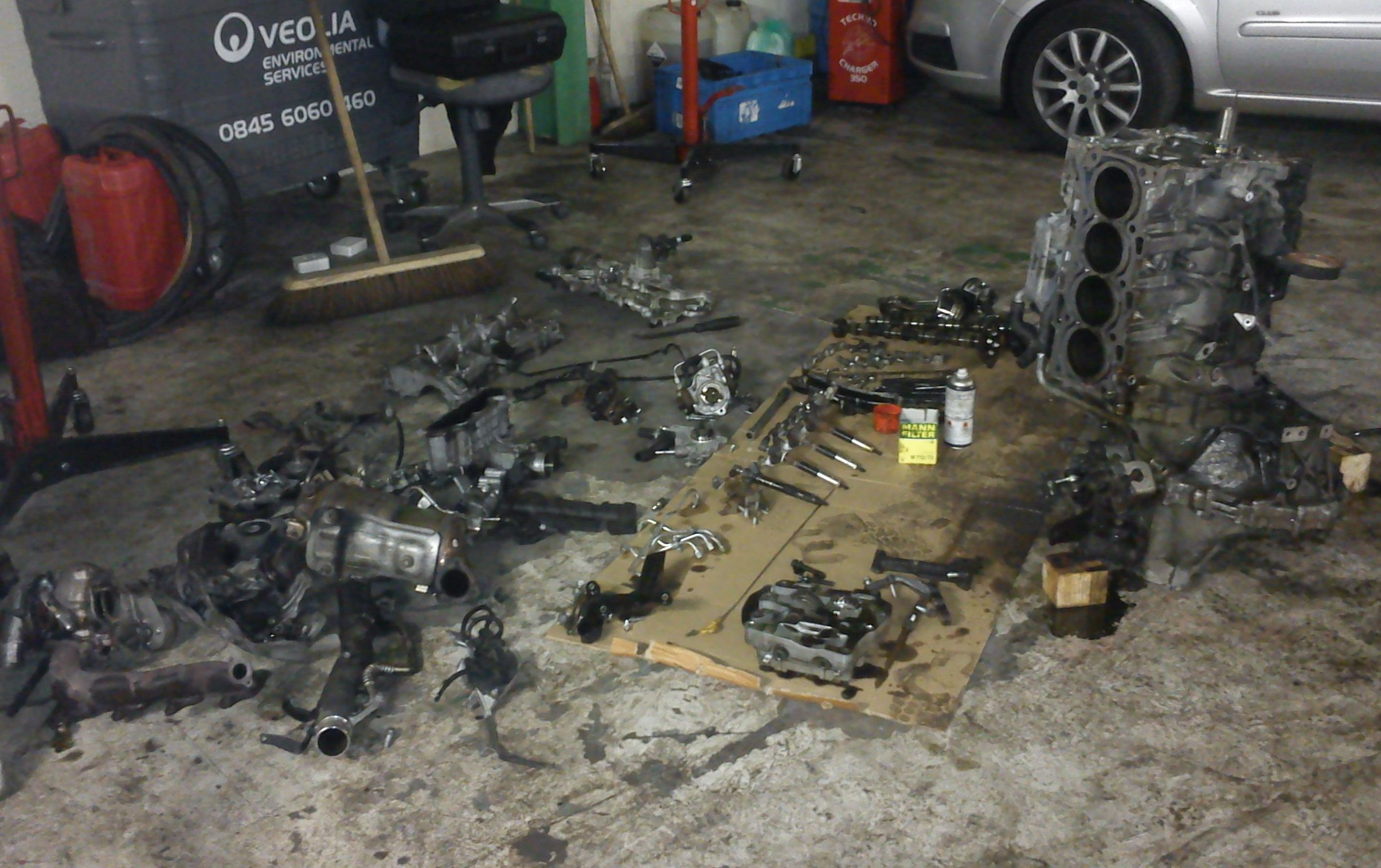 2.2 Toyota diesel engine in pieces